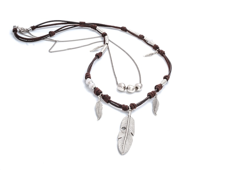Long boho leather necklace with feathers.