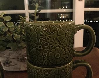 fe0c325936a Retro 70s avocado daisy stackable drip glaze mugs (4)