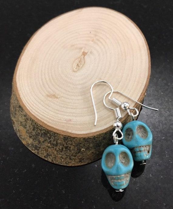 Gothic Skull Wrap Bracelet Black /& Turquoise Crackle Bead Halloween Jewellery
