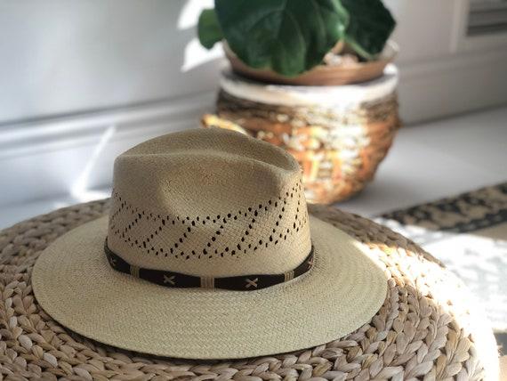 Vintage beige straw safari style hat. beach hat