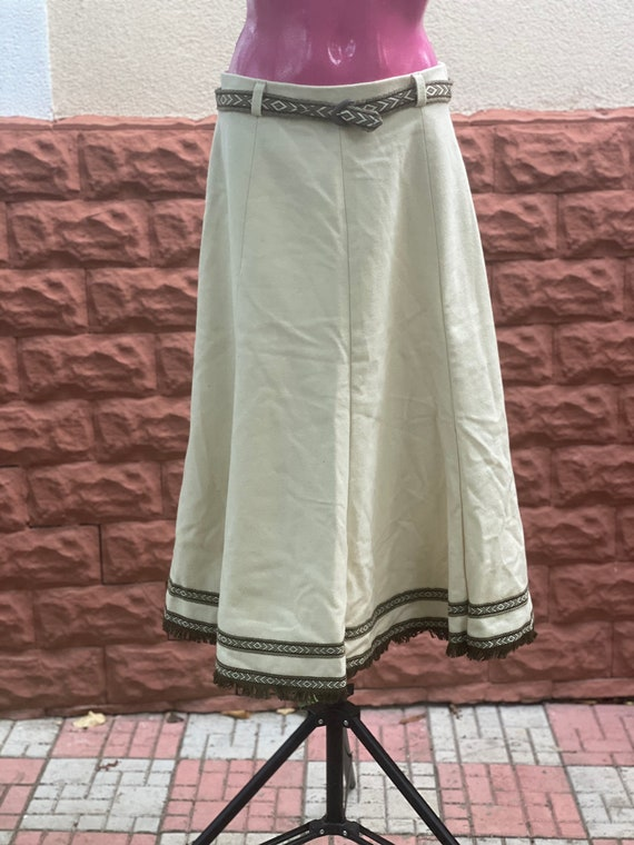 Skirt: white Woolen Vintage Skirt size 40
