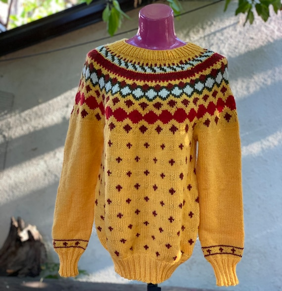 Pullover: vintage yellow woolen ornament pullover