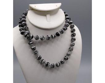 Vintage Plastic Black and White Splatter Paint Artsy Beaded Necklace, Retro Fashion