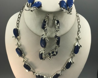 Sapphire Blue Thermoset Flowers Jewelry Set, Silver Tone and Moonglow Lucite Choker Necklace, Matching Clip On Earrings and Link Bracelet