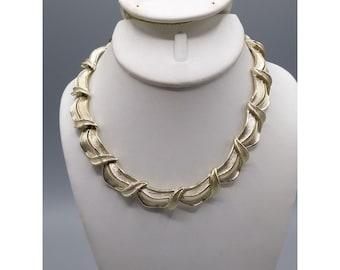 Elegant Lisner Mid Century Choker, Vintage Gold Tone Necklace
