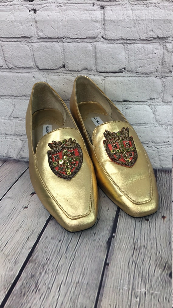 Vintage Gloria Vanderbilt gold flats with crest 8m