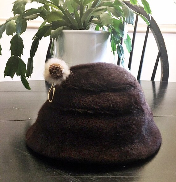 Vintage calot Juliet hat brown felt flower detail