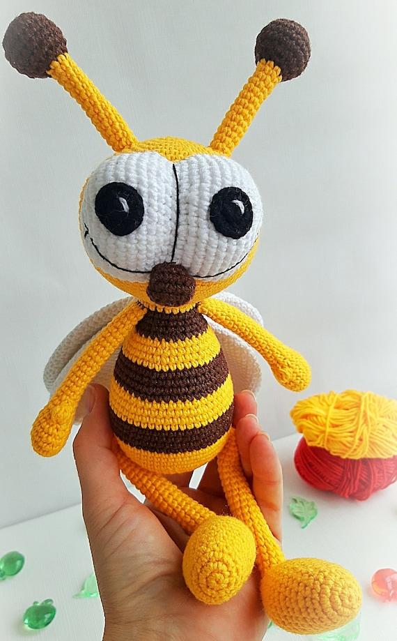 Soft & Dreamy Bee amigurumi pattern - Amigurumi Today | 919x570