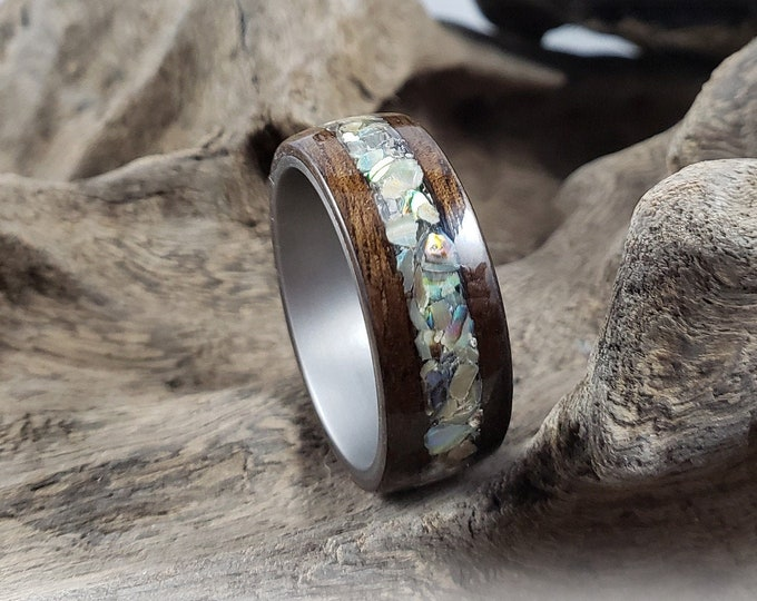 Bentwood Ring - Smoked Eucalyptus w/Pāua Shell (Abalone) inlay, on Titanium ring core