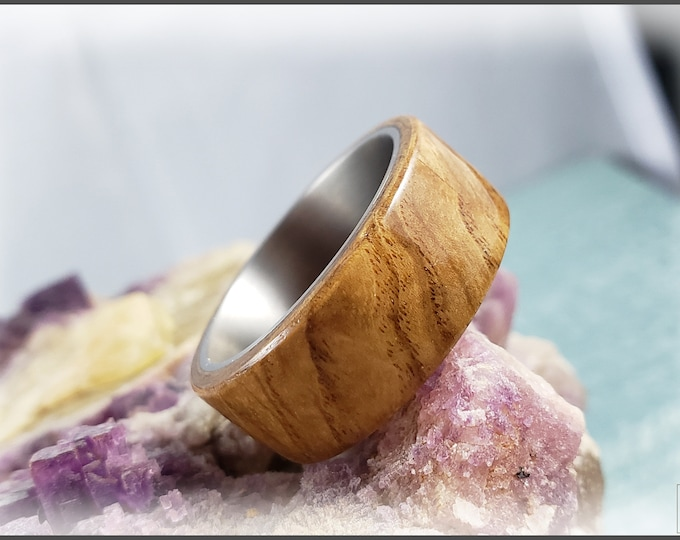 Bentwood Ring - Olive Ash Burl on titanium ring core