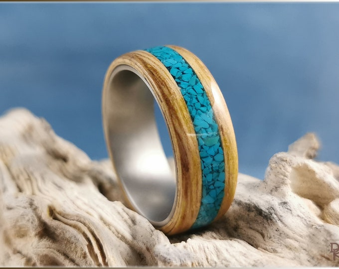 Bentwood Ring - English Chestnut w/Chilean Turquoise inlay, on Titanium ring core