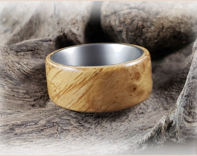 Bentwood Ring - English Pippy Oak on titanium ring core