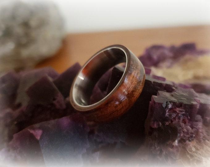 Bentwood Ring - Ovangkol on titanium ring core