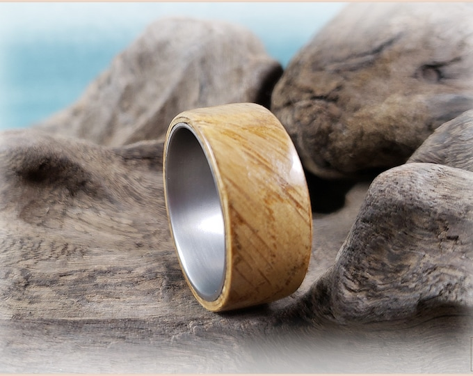 Bentwood Ring - English Pippy Oak on titanium ring core - Wood Ring