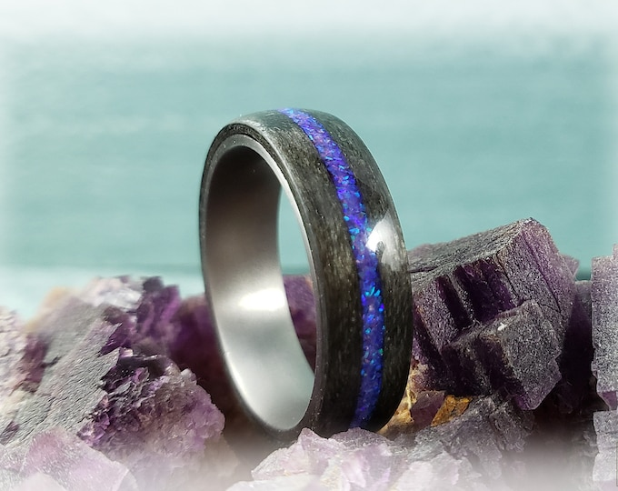 Bentwood Ring - Graphite Grey Maple w/Orchid opal inlay on titanium ring core