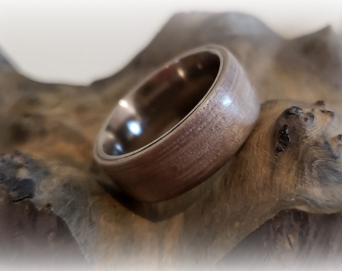 Bentwood Ring - Silver Dyed Eucalyptus - titanium ring core.