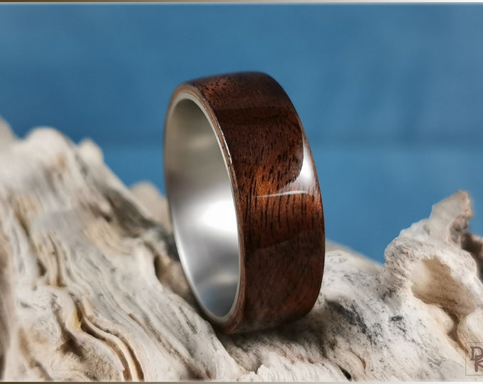 Bentwood Ring - Imbuya Burl on titanium ring core