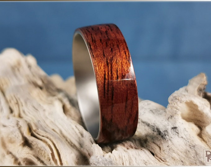 Bentwood Ring - Honduran Mahogany on titanium ring core