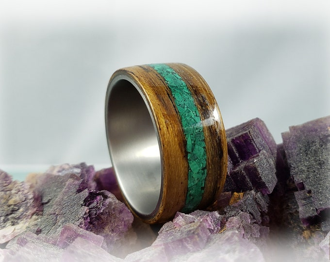 Bentwood Ring - Ovangkol with Green Malachite stone inlay, on titanium core