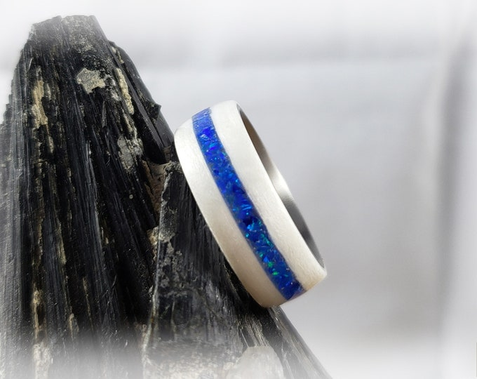 Bentwood Ring - Ice White Birdseye Maple w/offset Sleepy Blue opal inlay on titanium ring core