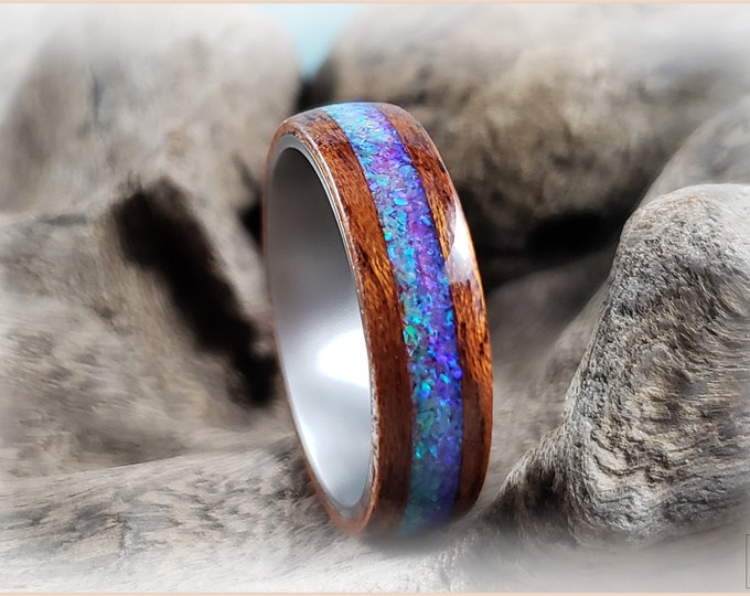 Bentwood Ring - Honduran Mahogany w/Blended Dual Honeydew and Orchid inlays, on titanium ring core