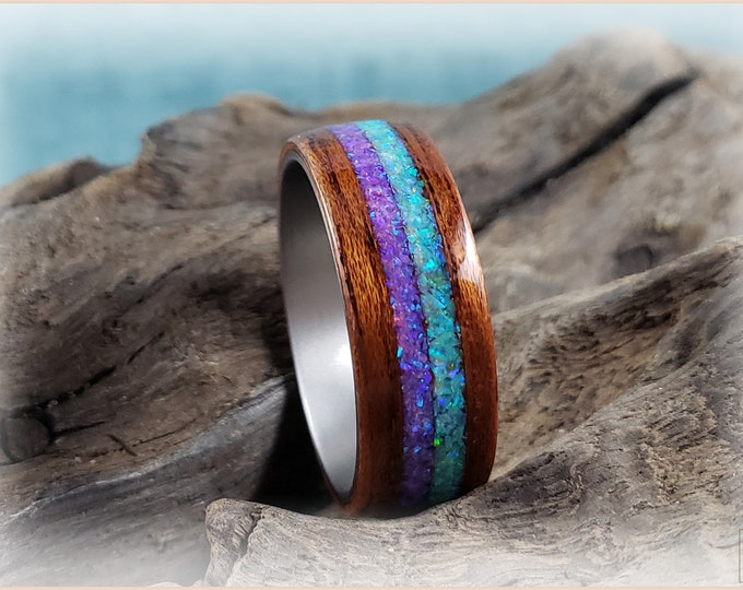 Bentwood Ring - Honduran Mahogany w/Dual Honeydew and Orchid inlays, on titanium ring core