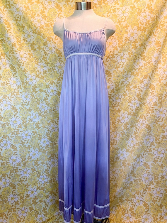 Women's Nightgown / Lavender Nightgown / Vintage
