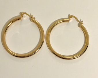 016f75a02ba4 Gold hoop earrings. Classic gold hoop earrings. Gold plates hoop earrings.  Arracadas de oro laminado.