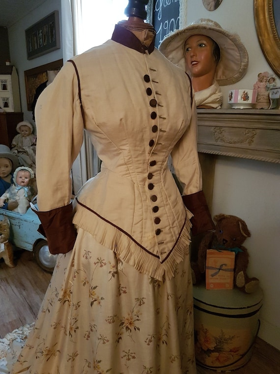 Beautiful and old wild silk jacket 1870's. Antique
