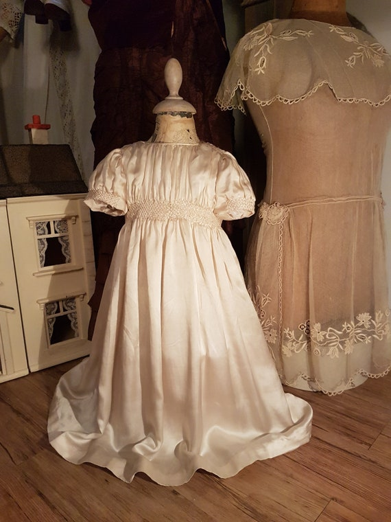Stunning Ancient and Silk Christening Dress. Ancie