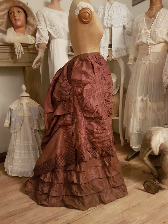 Beautiful autumn color for this 1890's turn skirt.