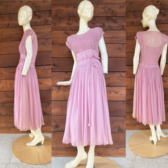 Pretty 1940's Light Mauve Dress/Full Floaty Skirt/