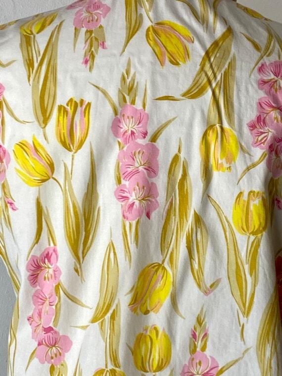 1960's Tulip Gladiola Print Cotton Blouse - image 5