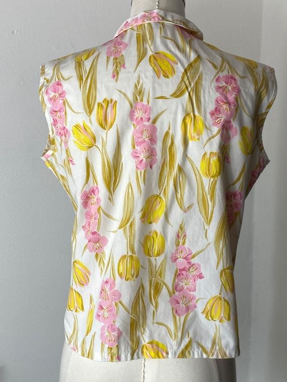 1960's Tulip Gladiola Print Cotton Blouse - image 4