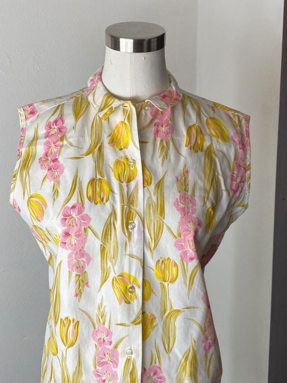 1960's Tulip Gladiola Print Cotton Blouse - image 3