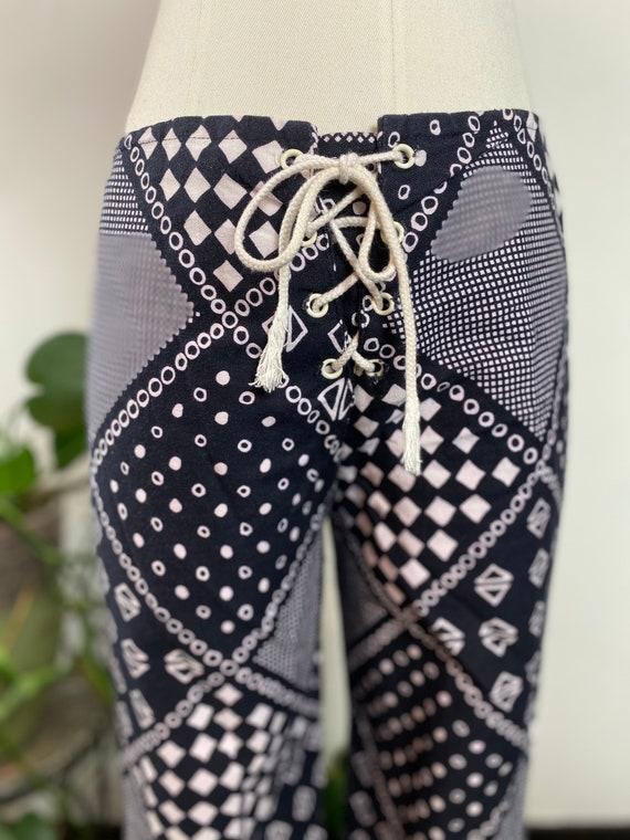 1970's Black & White Print Mid-Rise Lace Up Pants - image 3