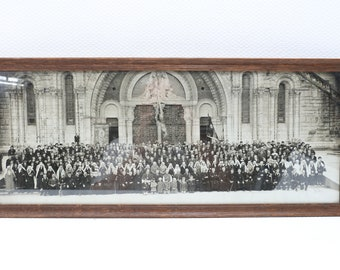 Old black & white group photo in front of Lourdes Cathedral (France)