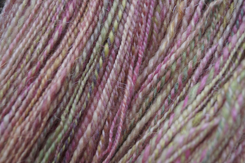 DK 110 g knitting crocheting Bluefaced Leicester wool with sparkle handspun yarn magnolias