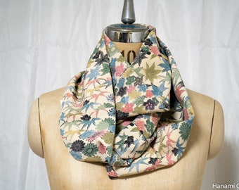 Floral Komon Colorful Infinity Scarf - Multiclored Autumn Fall Leaves Flowers Chrysanthemum Round Circular