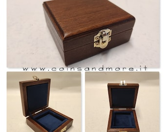 Wooden box case single coin case. Wood and velvet