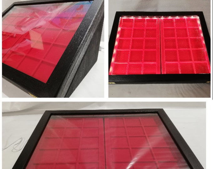 Showcase display cabinet in wood for collecting with two removable trays and Led light powered by electricity