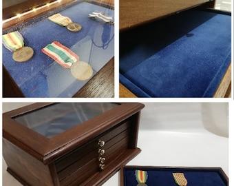 Mobile in legno colore Noce Antico cassetti in velluto per spille, gioielli distintivi e altro