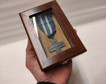 Wooden case for military medals, wooden and velvet display case