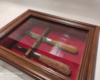 Display for collectible knives Personalized box in wood and velvet