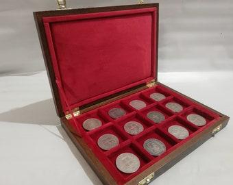 Wooden case for coins 12 boxes 50 x 50 mm in Italian velvet RED