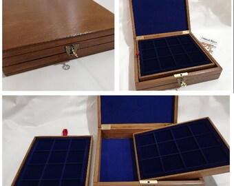 Cofanetto in legno per monete con 2 vassoi piccoli in floccato Blu personalizzabile