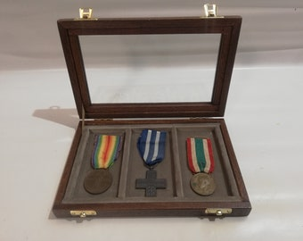 Wooden case for military medals, wooden and velvet plexiglass display case