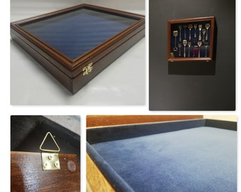 Showcase in real wood for collectors, display to hang, medals or other