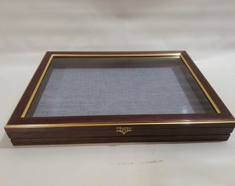 Showcase in real wood for collectors, display box