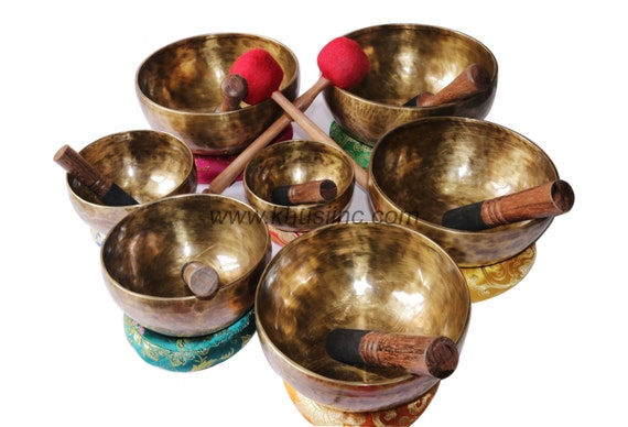 chakra set of 7 handmade Tibetan singing bowl . Khusi Antique Tibetan A-G nots